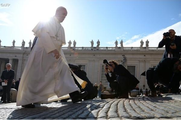 Popiežiaus interviu gatvės laikraščiui: neturtas ir pagundos